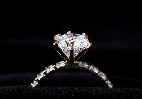 Bague en diamant poire